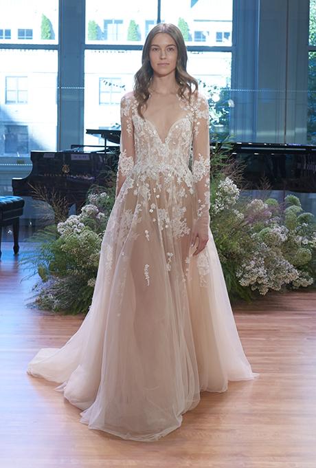 monique-lhuillier-wedding-dresses-bridal-fashion-week-gowns-fall-2017-5.jpg
