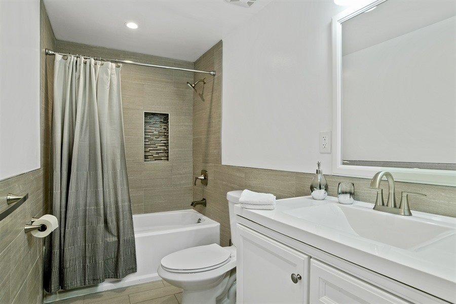 7_720MadisonAve_8_Bathroom_LowRes.jpg