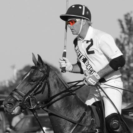 "<div class=""slide-title light""><h3>Equestrian Glasses</h3></div>"