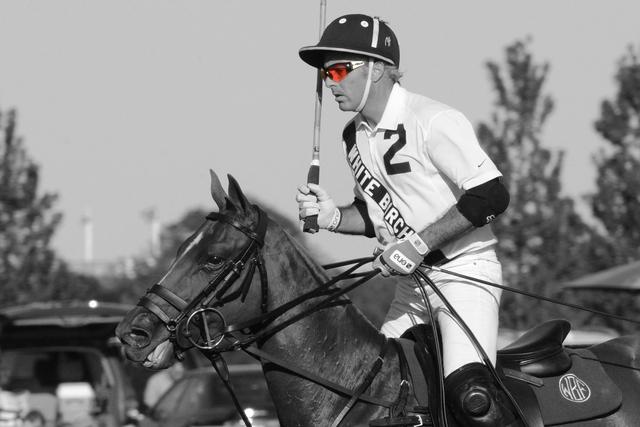 "<div class=""slide-title light""><h3>Equestrian</h3></div>"