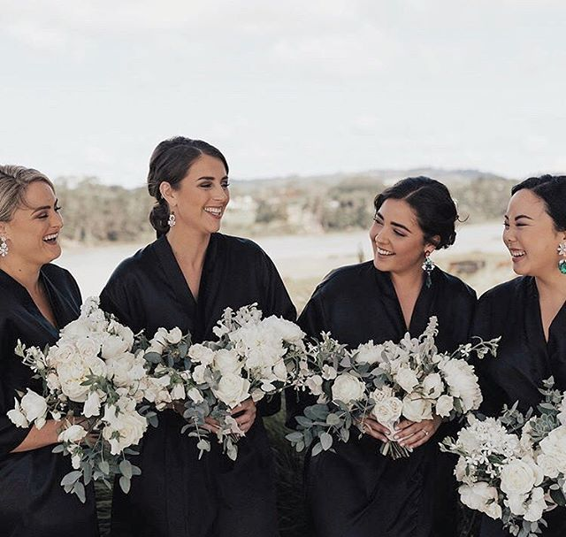 Maid goals.  #florals #bridetribe #aucklandweddings #bouquet  #neutralpalette