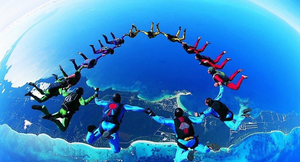 b_parachute-team.jpg