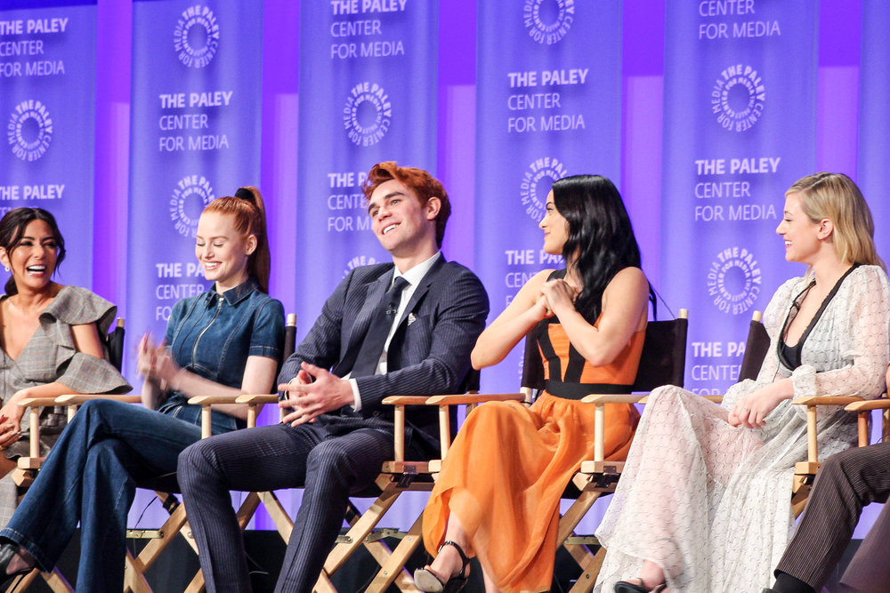 from left to right: Marisol Nichols (Hermione), Madelaine Petsch (Cheryl), KJ Apa (Archie), Camila Mendes (Veronica), Lili Reinhart (Betty), and Cole Sprouse (Jughead)