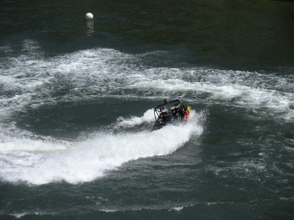 sprint boat2.jpg
