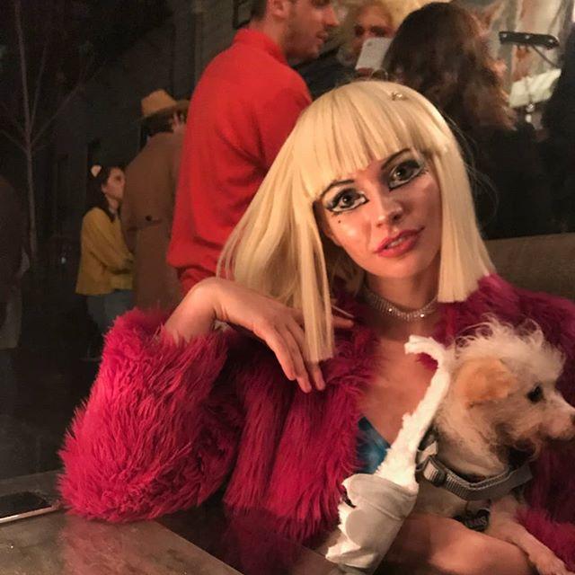 Happy halloween!  #bratzdoll #bratzdollmakeup #costume #halloweencostume #halloweenmakeup #rothkodog #cloe #bratz #bratzmovie #wigs #wiglife @blondestuckinthe2000s @officialbratz @youngdilf is #postmalone