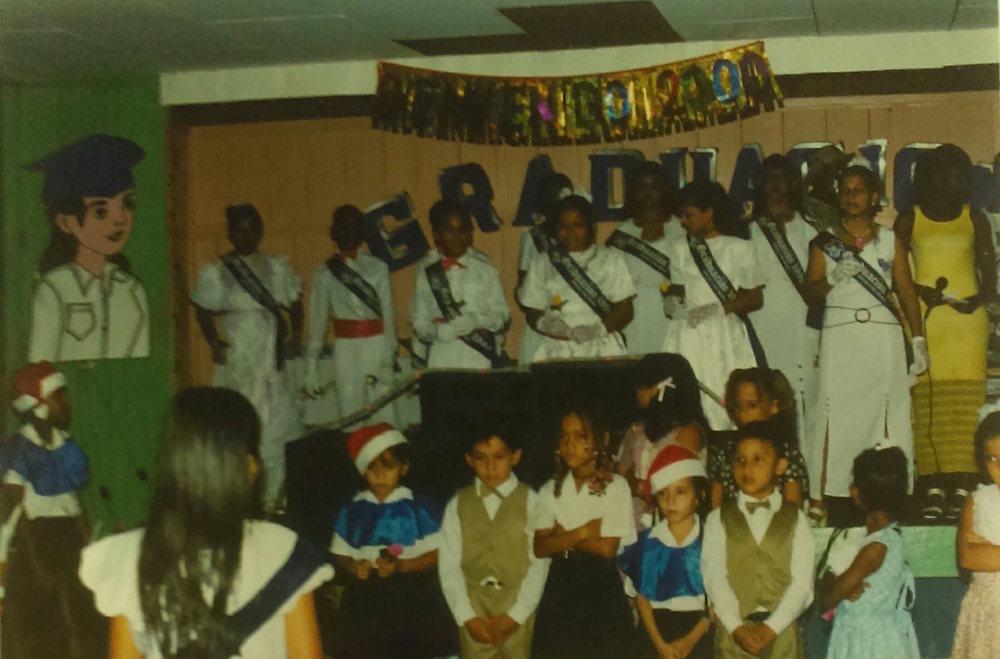 MD_001_014    Graducation 1999 Escuela Rio Negro    Cocles    1999    Ceremonia de Graduacion del sexto grado 1999    Markus Brown, Tatiana (hija de Martin), Jackie Bryan    Maestra Silvia hizo una ceremonia mas alla que lo normal.