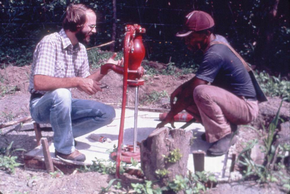 DM_001_013    Dan Miller installing a water pump    BriBri    2/1/1981    Dan is installing a water pump in BriBri   Photographer: Mike Parcher