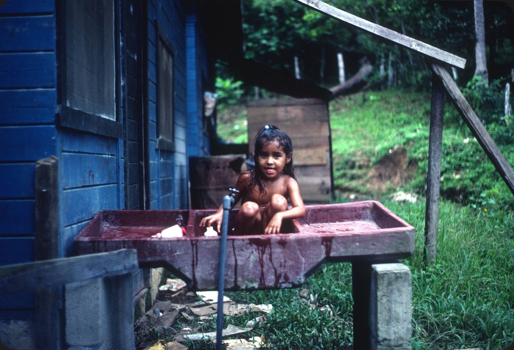 DM_001_012    Girl in pila    BriBri    10/1/1980    Blue houses in BriBri   Photographer: Dan Miller