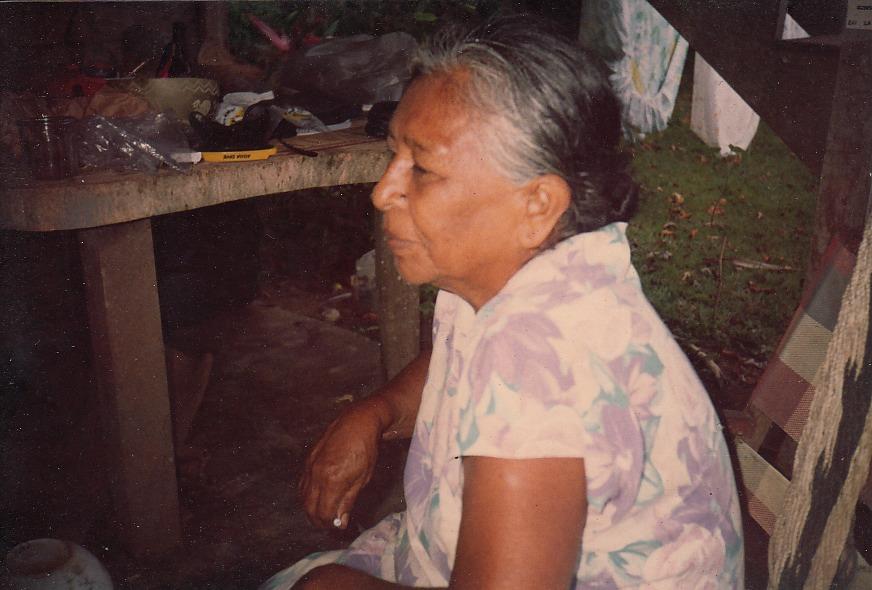 """""""Mi madre""""   Playa Negra   1985   Mis raices    Colaborador: Mauricio Salazar Salazar  CC_001_010"""