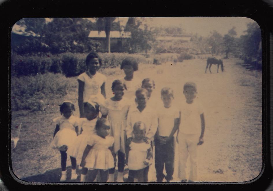 """""""Saliendo de la iglesia""""   Puerto Viejo   1964   En este tiempo íbamos los domingos a la iglesia todos con nuestros vestidos y los barones con pantelones     Colaborador: Ana Bryant  CC_001_015"""