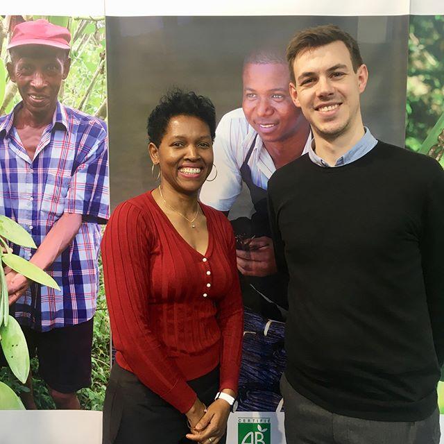 Første stop er hos Lucia, som er @kastbergis Madagascarvanilje-leverandør. 👋 Hun fortalte om den kommende vaniljehøst i juli og gjorde os klogere på hele tørringsprocessen. ☺️ #sigep #kastbergs #kastbergsis #madagascarbourbonvanilla