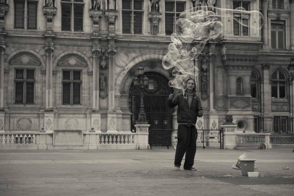 Making Bubble Sculptures in Paris