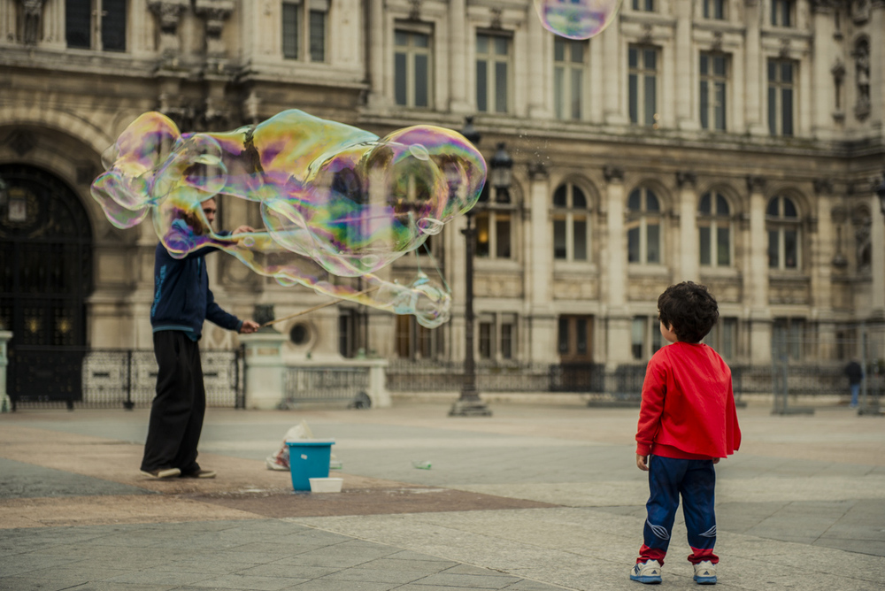 The bubble man of Paris and Mini Superman