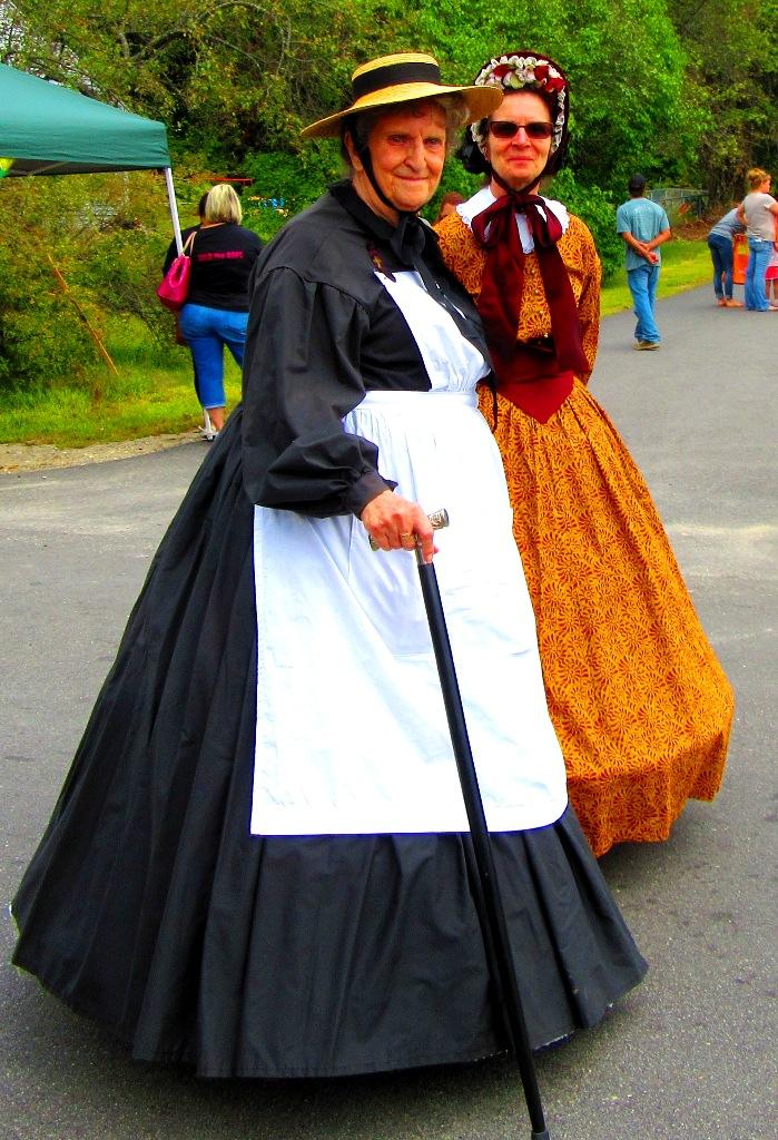 colonialwomen.JPG