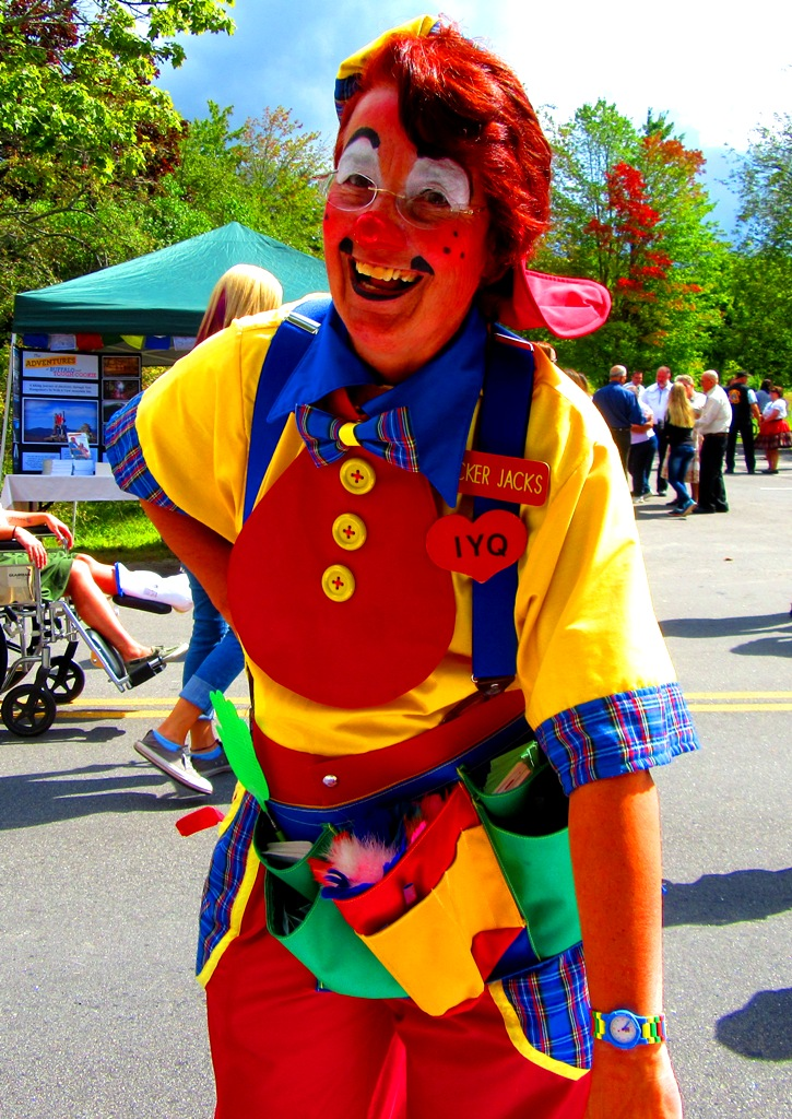 Cracker Jacks the clown is dressed to perfection!