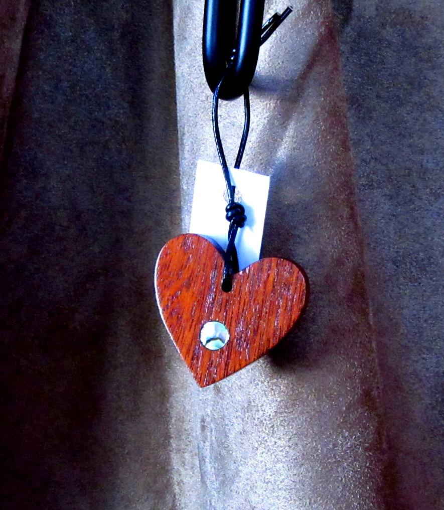 Mahogany heart with Abalone dot inlay