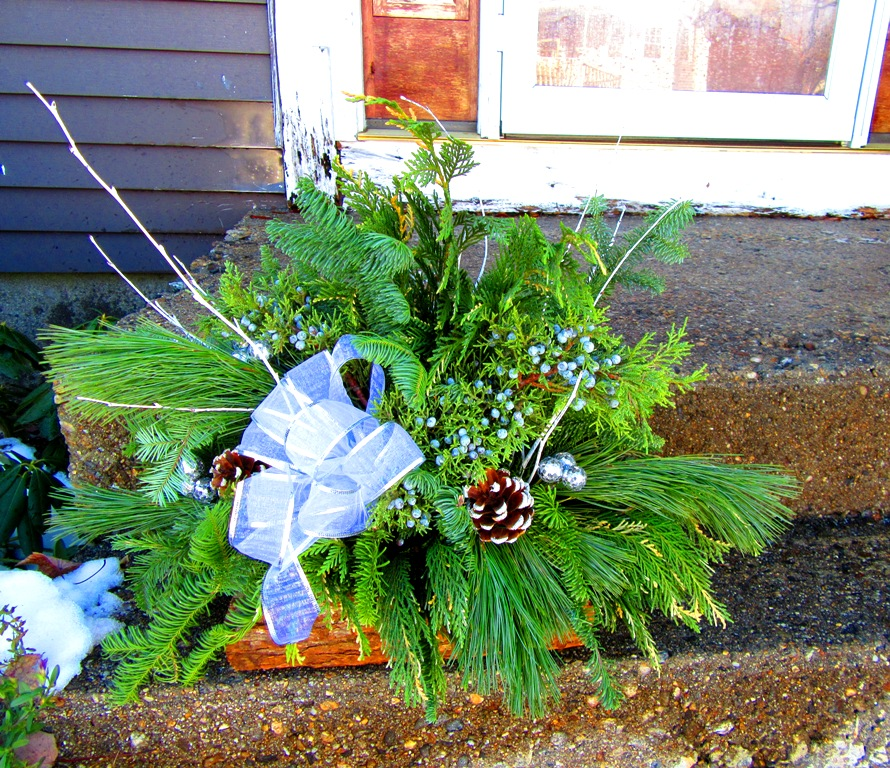 These sturdy, heavy log baskets can sit and stay on a front stoop or at the cemetery and should not blow over.