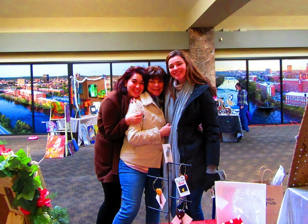 Elizabeth, Ellen and Marie were so great to group together and let me take their fabulous picture………..Thanks you guys!