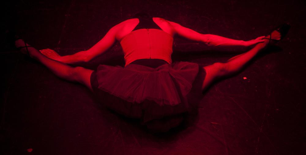 bailarina warming copy.jpg