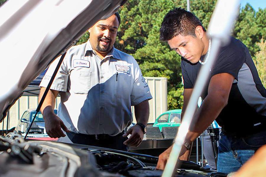 Maxwell auto restoration team 3_web150.jpg