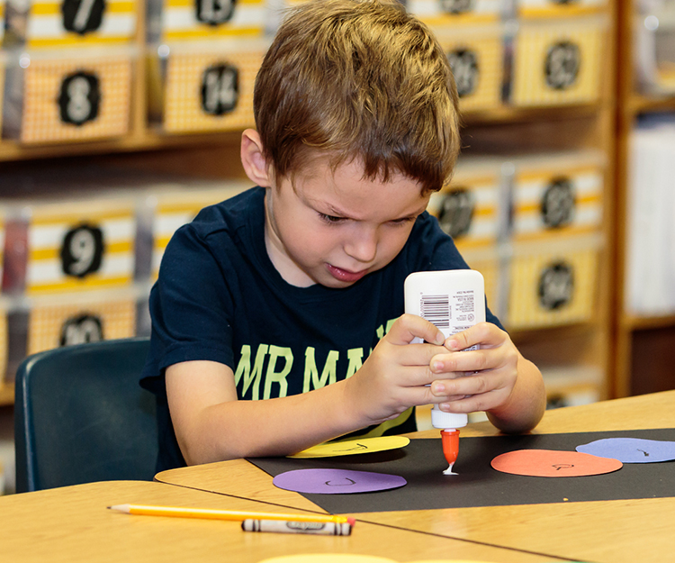 McKendree_KinderCamp-20_glueconcentration_web150.jpg