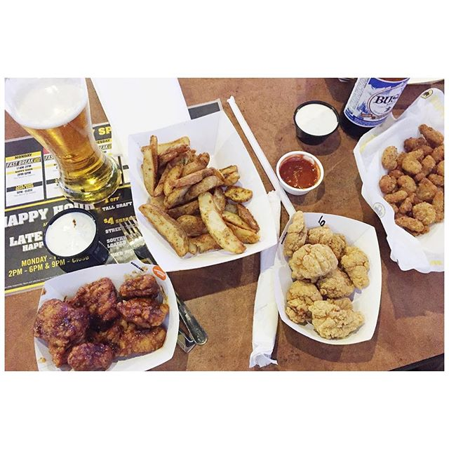 BWW. Blues. #saturday // #stl #midwestblogger #midwest #lgb