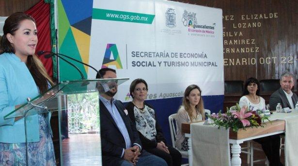"""A TRAVÉS del programa """"Mujeres Moviendo a México"""", la alcaldesa de Aguascalientes, Tere Jiménez, entregó financiamientos a más de 600 personas, para que empiecen sus negocios, además de brindarles capacitación y seguimiento individual. CORTESÍA"""