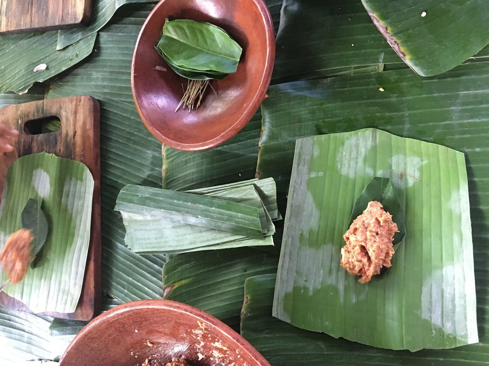 Rolling the minced beef in a croquette shape and then making the banana leaf case.I think you can substitute the leaf for wax paper.