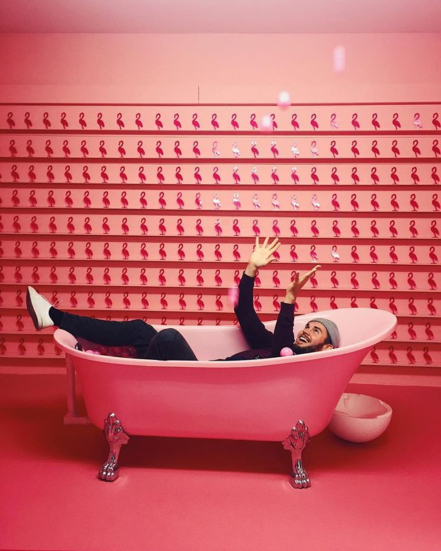 The flamingo whisperer @rl.chub at the Supercandy opening party 🎊 #supercandymuseum #flamingoislife #allpinkeverything