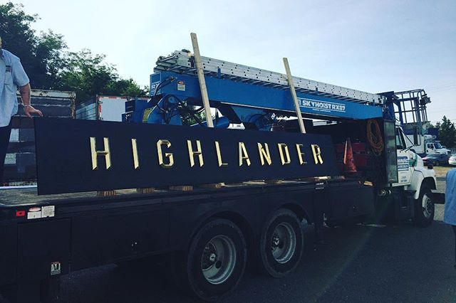 Highlander Scottish Pub's exterior is getting kitted out today. #goldleaf #wearelfb