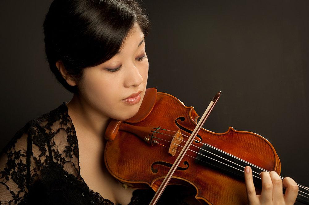 Emilie-Anne Gendron, violinist