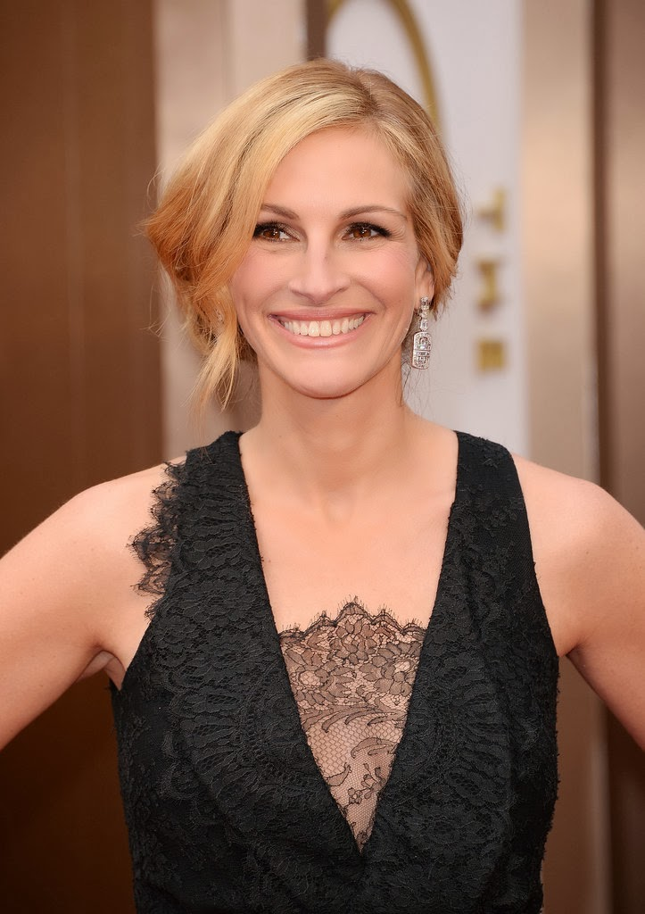 JULIA ROBERTS ROLLED UPDO