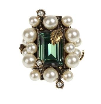 Inel cu aplicatii din cristale si perle, Gucci, colette.fr, 650 euro