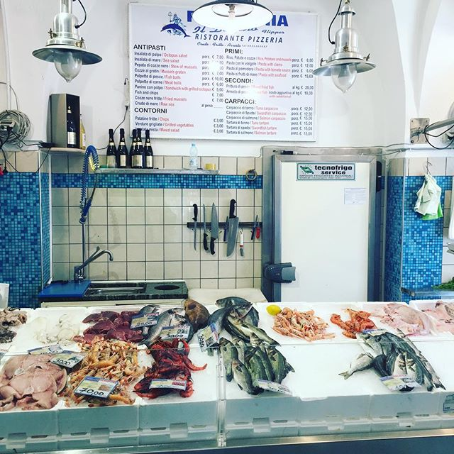 Pick a 🐟 🦀🦐🦑🐙 and let it come to you! #ostuni #seafoodheaven #wherelocalseat #puglia