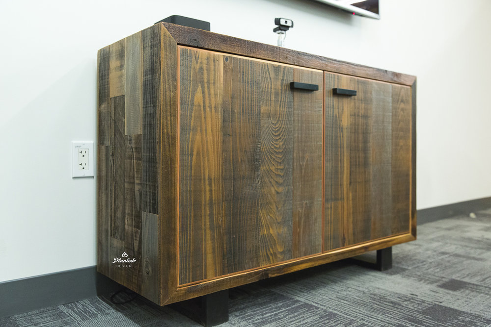 PlantedDesign_ConferenceTable_Credenza_ ForeFrontPower_SanFrancisco_ReclaimedWood_3616.jpg