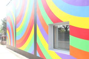 "Wall Drawing #1105 ""colored bands of arcs from four corners"""