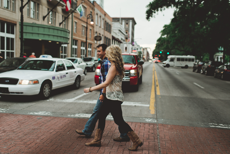 Savannah-Georgia-River-Street-Engagement_MalloryandJustin-43.jpg