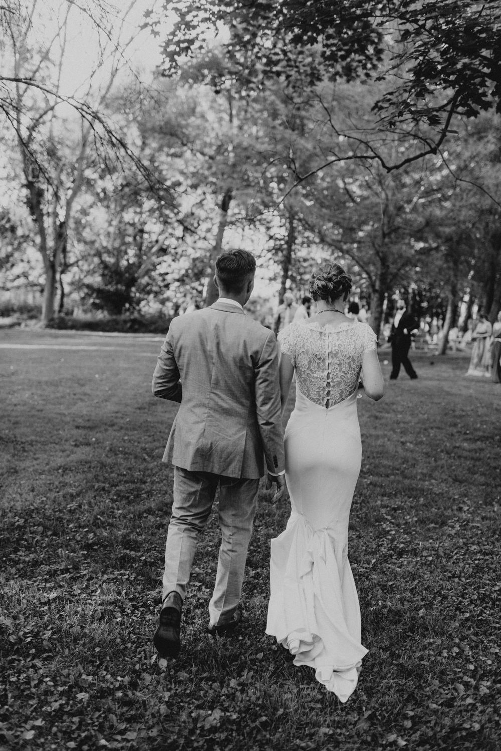 Intimate-Backyard-Farmhouse-Ohio-Wedding-Andi+Ben_Mallory+Justin-Photographers-239.JPG