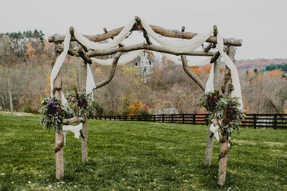 Rivercrest-Farm-Wedding-Lisa+Brad_Mallory+JustinPhoto-3.JPG