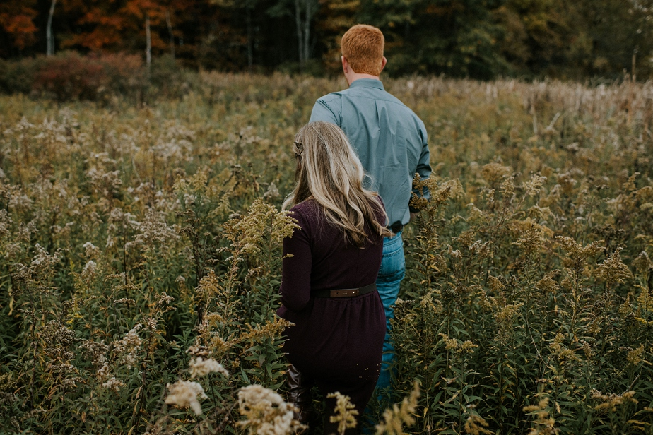 Ohio-Autumn-Engagement-Session_MJPHOTO-8.jpg