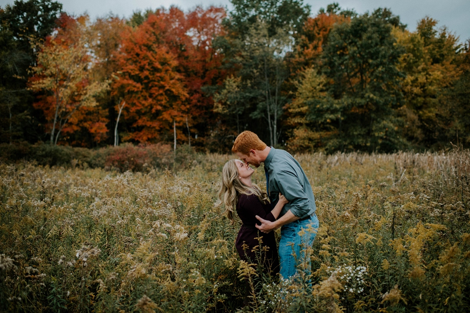 Ohio-Autumn-Engagement-Session_MJPHOTO-4.jpg
