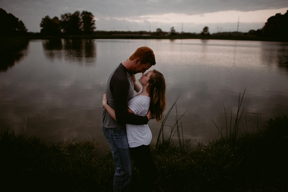 Ohio-Autumn-Engagement-Session_MJPHOTO-128.jpg