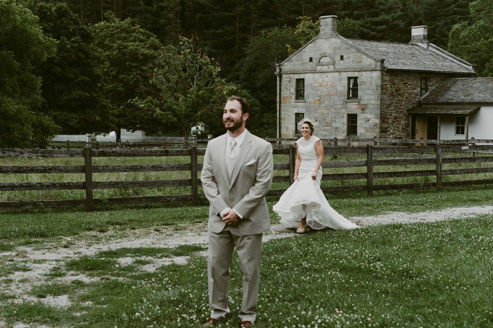 Hines-Hill-Farm-Cuyahoga-Valley-National-Park-Wedding_Emi+Andy_MJPHOTO-75.jpg