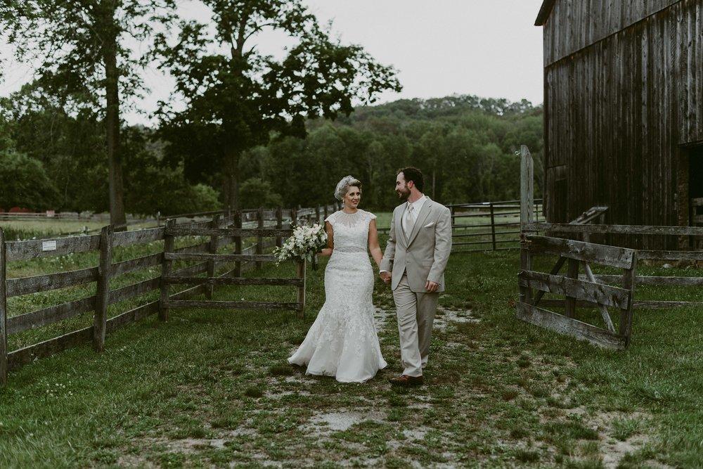Hines-Hill-Farm-Cuyahoga-Valley-National-Park-Wedding_Emi+Andy_MJPHOTO-108.jpg