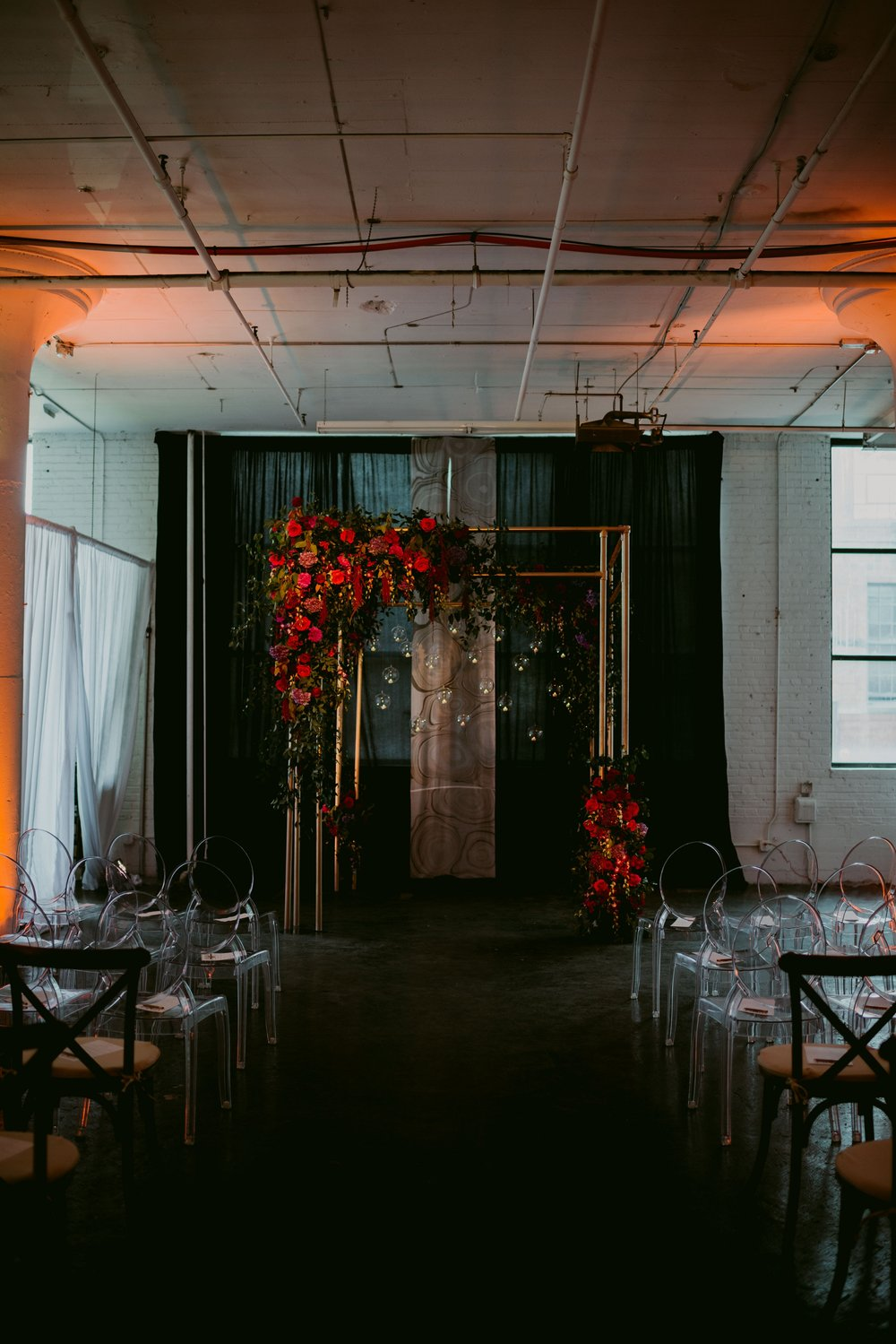 Romantic-Industrial-Warehouse-Wedding_Mallory+Justin-Photographers_0189.jpg