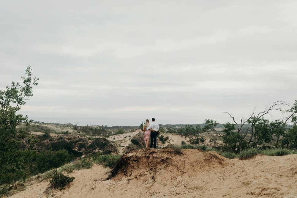 Sleeping_Bear_Dunes_Couples_Adventure_Session_Adventure_Wedding_Photographer_Hiking_with_Heels_Brett+Emily-49.jpg