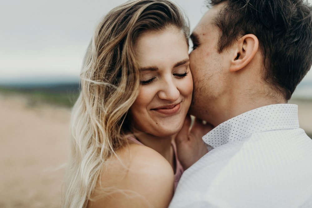 Sleeping_Bear_Dunes_Couples_Adventure_Session_Adventure_Wedding_Photographer_Hiking_with_Heels_Brett+Emily-58.jpg