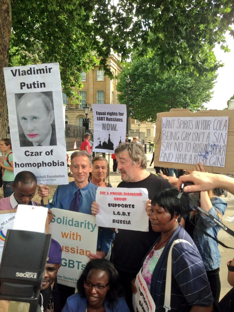 Russia protest with Stephen Fry, 10 Aug 2013