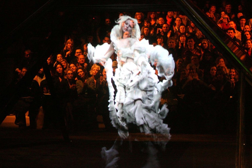 Kate Moss hologram at Alexander Mcqueen's Fall/Winter '06 collection