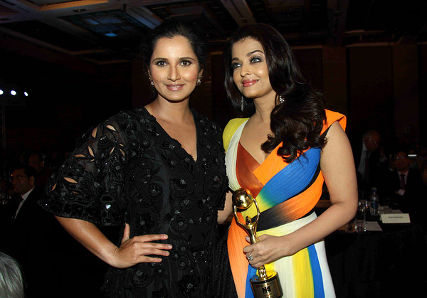 Tennis player Sania Mirza and actress Aishwarya Rai at Bollywood NRI of the Year Awards 2016 in Mumbai. Photo source: AFP.